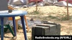 Реалії війни: «меблі» для пікніка – з ящиків для снарядів