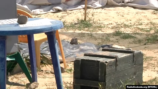Реалии войны: «мебель» для пикника – из ящиков для снарядов