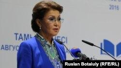 Дариға Назарбаева, парламент сенатының депутаты.
