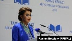 Дариға Назарбаева, парламент сенатыныңхалықаралық қатынастар, қауіпсіздік және қорғаныскомитетінің жетекшісі.