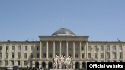 Модель мемориала, который будет воздвигнут в Гори на месте, где ранее стоял памятник Сталину