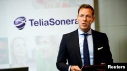 Швецияның TeliaSonera телекоммуникация компаниясының бұрынғы басшысы Йохан Деннелинд компанияның штаб-пәтерінде тоқсандық есепті жариялап тұр. Стокгольме, 20 қазан 2015 жыл.
