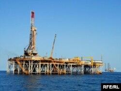 Туркменская нефтяная платформа в Каспийском море. Иллюстративное фото.