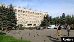 Будівля міської ради Слов'янська, на якій від суботи знову майорить український прапор