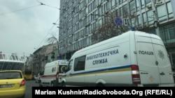 Також з'явилися повідомлення про мінування прес-центру, однак, за словами директора «Українських новин», причиною зриву прес-конференції стало не це