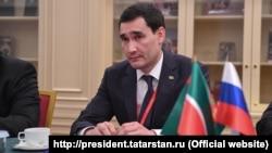 Serdar Berdimuhamedow Tatarystanyň prezidenti Rustam Minnihanow bilen duşuşyk geçirýär.