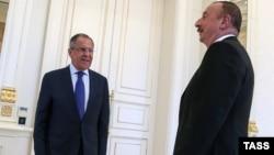Azerbaijan -- Russian Foreign Minister Sergei Lavrov (L) meets with Azerbaijani President Ilham Aliyev in Baku, July 11, 2016