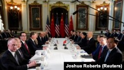 Во время американо-китайских переговоров о торговле. Архивное фото.