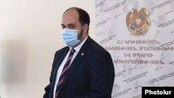 Armenia -- Education Minister Arayik Harutyunian at a news conference, Yerevan, September 16, 2020