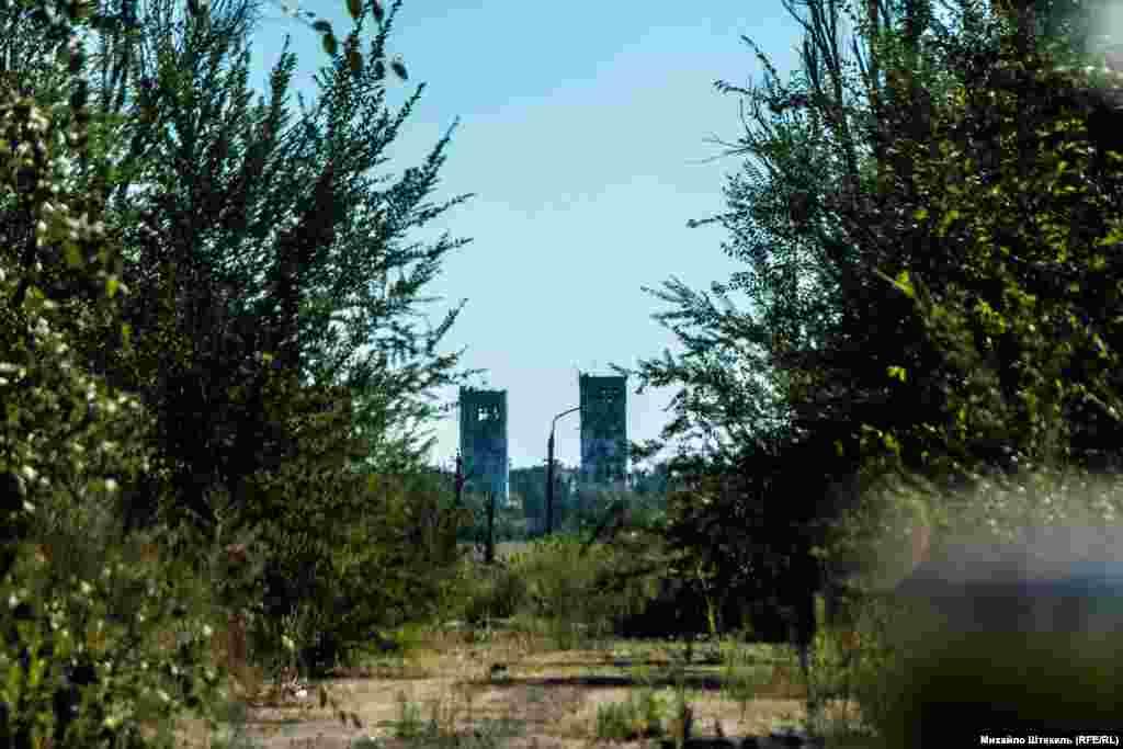 Перемир'я триває і з селища Піски можна побачити вишки Донецького аеропорту