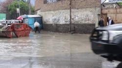 جاری شدن آب باران به جادههای کابل