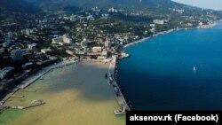 Медузы, потопы, оползни и коронавирус: каким был туристический сезон-2021 в Крыму (фотогалерея)