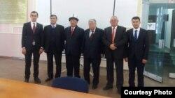 Мухаммад Исмаил Кайымогли Бишкекте окутуучулары менен. Архивдик сүрөт
