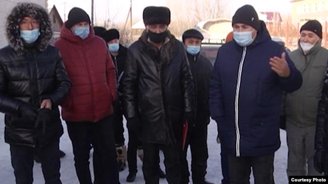 Семейдегі жедел жәрдем станциясы қызметкерлері. 8 желтоқсандағы кездесуде түсірілген видеодан скриншот.