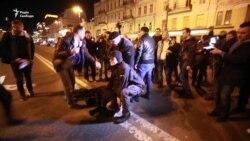 У Києві під Печерським судом побилися праворадикали (відео)