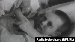 Ганна Стрижкова отримала табірний номер – 69929. Кадр із фільму «Повість про наших дітей» 1945 року