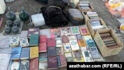 Türkmenistanda kitap söwdasy.