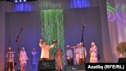 """""""Ак каен"""" ансамбле башкаруында """"Сөмбелә"""" әдәби-хореографик күренеше"""