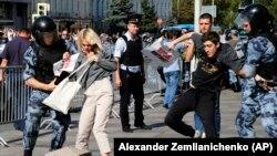 Эпизод задержаний во время акции 27 июля 2019 в Москве