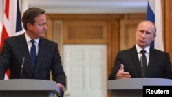 British Prime Minister David Cameron (left) and Russian President Vladimir Putin failed to overcome differences on Syria during talks in London on June 16.