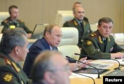 Владимир Путин руководит на месте действиями российской армии