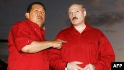 Президент Венесуелы Уго Чавес принимает у себя в гостях президента Беларуси Александра Лукашенко. Ансотекюй, 8 декабря 2007 года.