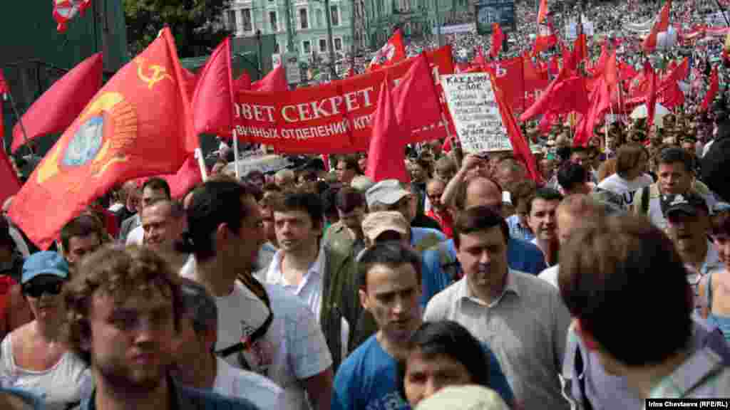 Members of a local Communist Party branch were among the factions.