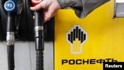Найбільших втрат зазнали акції компаній «НОВАТЕК» (-6,6%) і «Роснефть» (-5,8%), які потрапили під санкції США
