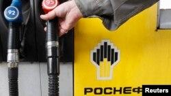 Автозаправочная станция, принадлежащая государственному нефтяному гиганту «Роснефть».