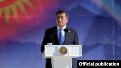 Президент Кыргызстана Сооронбай Жээнбеков выступает на мероприятии в День независимости.