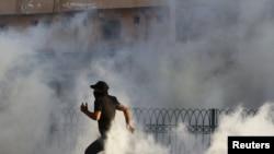Полиция применила слезоточивый газ для разгона демонстрантов в селении Ситра к югу от Манамы, 4 января