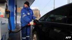 """Кыргызстандын күйүүчү май базарында Орусиянын """"Газпром"""" ишканасы монополисттик кылат"""