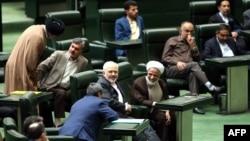 Իրանի ԱԳ նախարար Մոհամադ Ջավադ Զարիֆը խորհրդարանի նիստի ժամանակ, Թեհրան, 13-ը հոկտեմբերի, 2015թ․