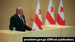 Президент Грузии Георгий Маргвелашвили выступает в парламенте в Кутаиси