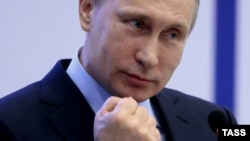 """""""Orsýet bu hili dünýä düzgüninden hiç wagt kanagatlanmaz"""" diýip, Putin Soçide eden çykyşynda aýtdy."""