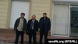 Члены партии «Эрк» возле здания Министерства юстиции Узбекистана. Ташкент, 10 января 2020 года.