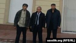 """""""Эрк"""" оппозициялық партиясының өкілдері Өзбекстан әділет министрлігі ғимаратының алдында тұр. Ташкент, 10 қаңтар 2020 жыл."""