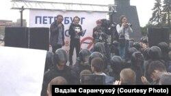 Вадзім Саранчукоў падчас акцыі ў Санкт-Пецярбургу