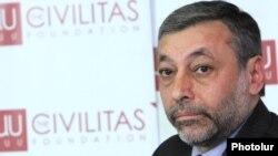 Armenia - Opposition leader Aleksandr Arzumanian speaks at the Civilitas Foundation in Yerevan, 26Jan2012.
