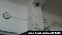 Камера видеонаблюдения в школе №37 города Алматы.