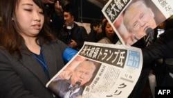 Японские газеты после выборов в США вышли 9 ноября с фотографиями Дональда Трампа на первых страницах