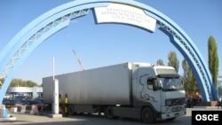 На Кордайской таможне на границе Казахстана и Кыргызстана.