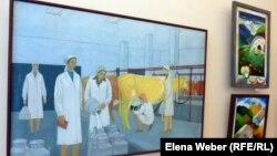 """Картина """"Доярка"""" Куаныша Есергеева, пролежавшая в мастерской художника около 30 лет. Караганда, 12 апреля 2013 года."""