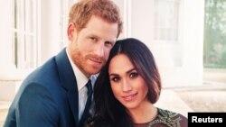 Принц Гарри и Меган Маркл в день объявления о помолвке, 21 декабря 2017