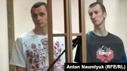 Олег Сенцов (л), Олександр Кольченко