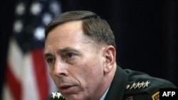 ديويد پتريوس فرمانده نيروهای آمريکايی در عراق را به عنوان رييس ستاد فرماندهی نيروهای نظامی اين کشور در خاورميانه معرفی خواهد کرد. (عکس از AFP)