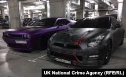 Nissan GT-R (справа) в брендовой оклейке Plein Sport, фото с сайта Национального агентства по борьбе с преступностью Великобритании