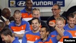 Футболисты сборной Голландии празднуют выход в финал чемпионата мира