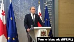 По словам Мамуки Бахтадзе, он готов прийти в парламент и отчитаться о проделанной работе «в любое другое время», но только не сегодня