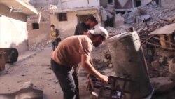 Zibildən 'konfet' düzəldən suriyalı üsyançılar